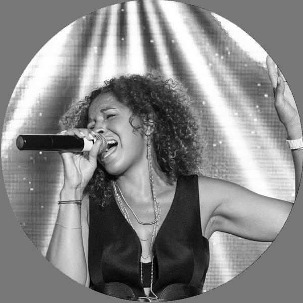 Marsha est l'une des chanteuses de l'orchestre Paris Groove.  Sa voix unique vous envoutera, autant que son talent et sa prestance. Frissons garantis !  Elle marquera sans aucun doute votre mariage, bar-mitzva ou tout autre soirée privée et interprétera vos morceaux préférés de tout style : dance, hip-hop, disco, funk, soul…