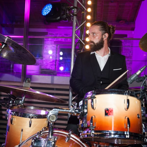 Le batteur de l'orchestre de mariages et de soirées d'entreprise Paris Groove