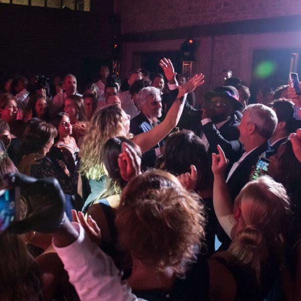 tout le monde danse avec l'orchestre pour mariage paris groove