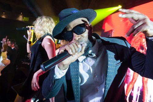 Notre chanteur rappeur lors d'une soirée privée, prestation musicale pour mariage avec l'orchestre Paris Groove