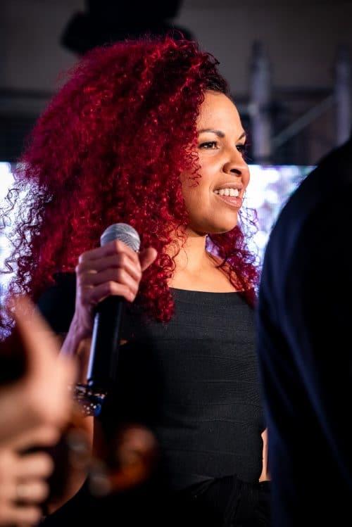 notre chanteuse pendant une prestation musicale pour un mariage à Paris