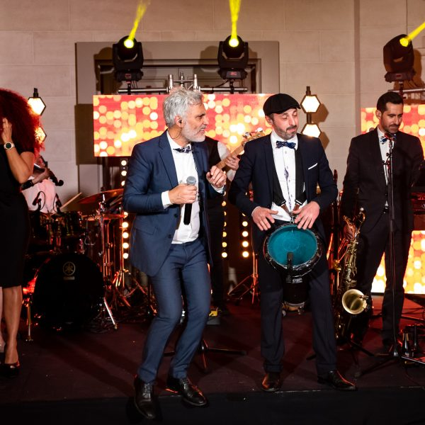 sonorisation lumières orchestre musiciens chanteurs et chanteuses lors d'un mariage
